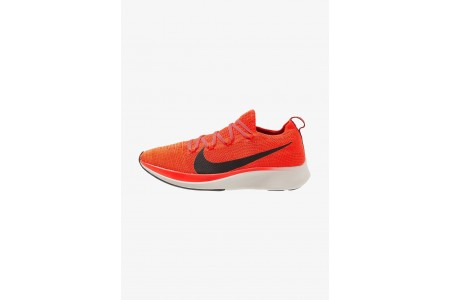 Nike ZOOM FLY FK - Chaussures de running neutres bright crimson/black/total crimson/university red/light orewood brown pas cher