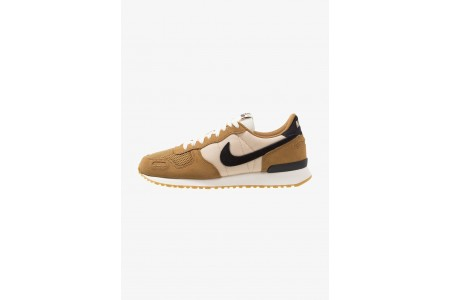 Nike AIR VORTEX - Baskets basses golden beige/black/desert ore/sail/light brown/team orange pas cher