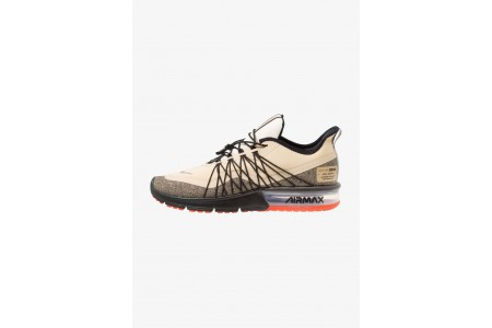 Nike AIR MAX SEQUENT 4 UTILITY - Chaussures de running neutres desert ore/reflect silver/black/pale ivory/parachute beige/team orange pas cher
