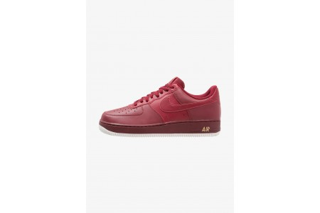 Nike AIR FORCE - Baskets basses team red/summit white/metallic gold pas cher