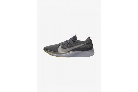 Nike ZOOM FLY FK - Chaussures de running neutres dark grey/black/ metallic grey pas cher