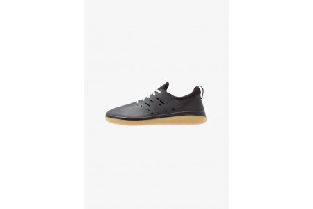 Nike NYJAH FREE - Baskets basses black/light brown pas cher