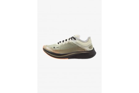 Nike ZOOM FLY SP - Chaussures de running compétition medium olive/black pas cher