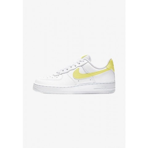 Nike AIR FORCE 1 '07 - Baskets basses white/white/yellow pulse pas cher